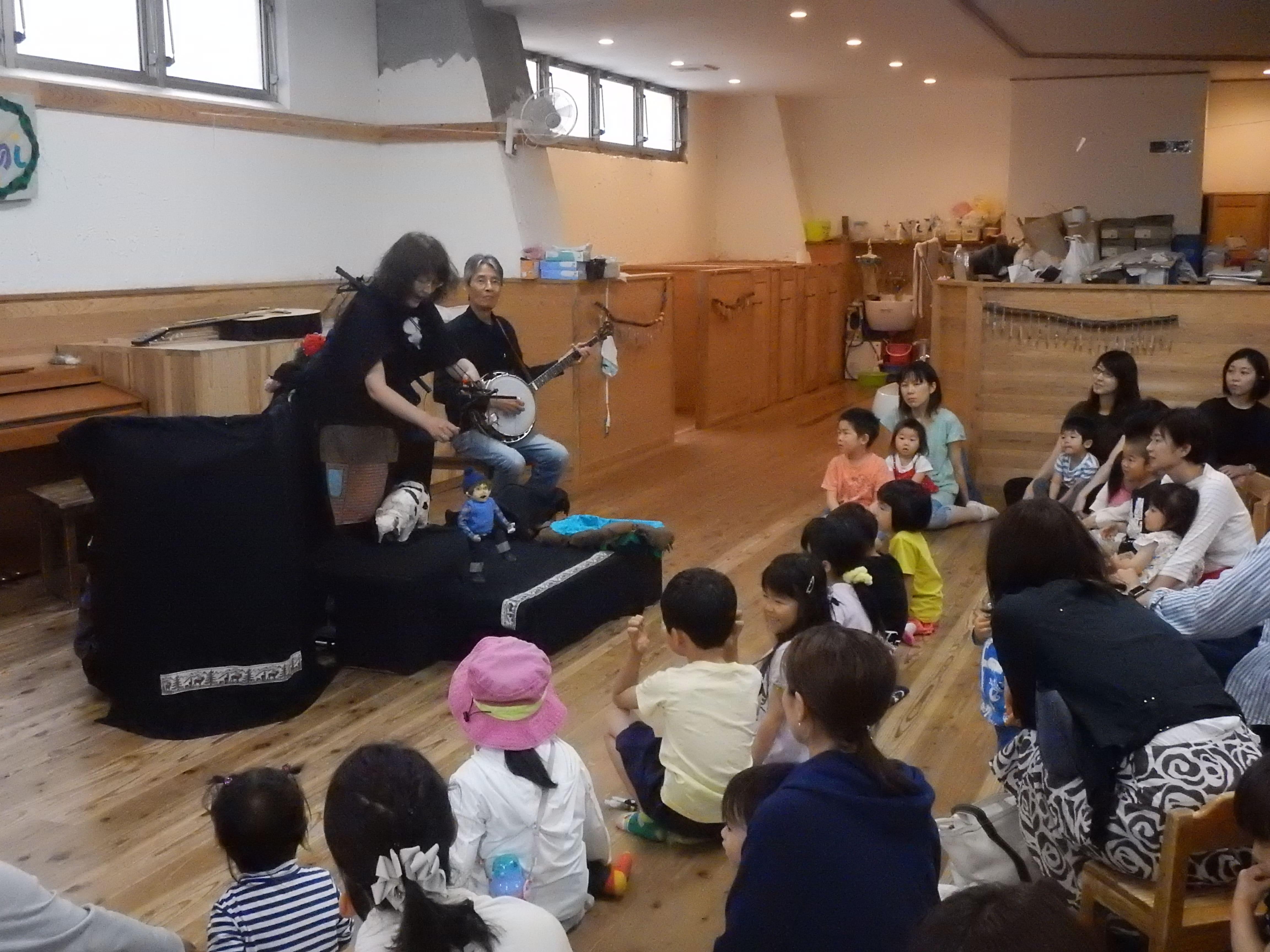 めーぷるキッズ10周年&天井完成記念 うれしたのし人形劇団「人形劇とコンサート」が開催されました